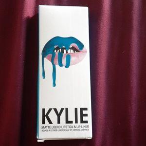 Kylie Lip Kit in the shade: Skylie